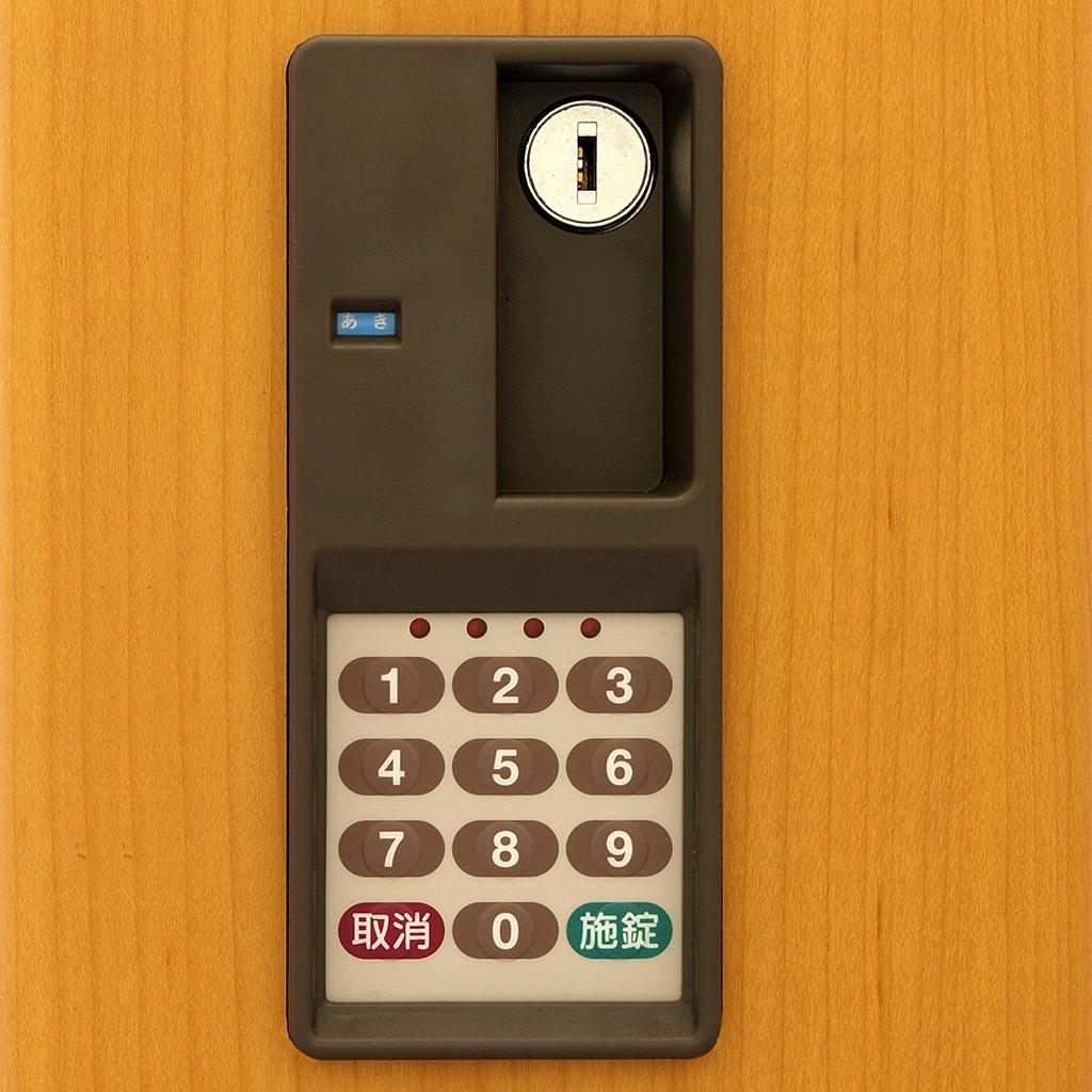 任意の4桁の番号を登録し暗証番号として使用するテンキー式